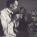Rudolf Koch bei der Arbeit