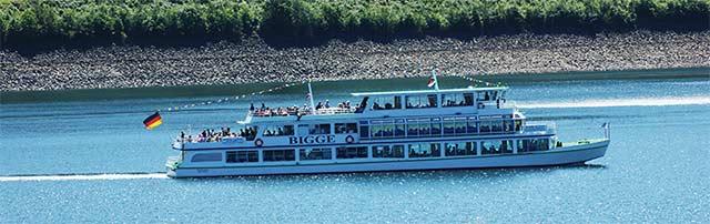 Die MS Bigge in der Waldenburger Bucht
