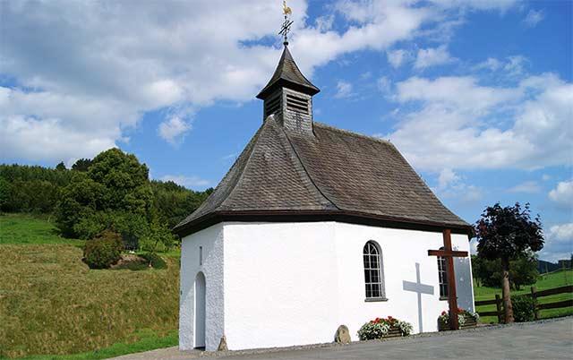 Die Jakobs-Kapelle in Bremscheid nahe der früheren Koblenz-Mindener Landstraße