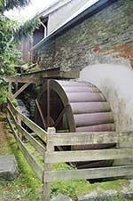 Wasserrad der Knochenmühle Mühlhofe in Meinerzhagen-Mühlhofe