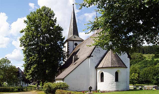 Pfarrkirche St. Vincentius in Lenne im Schmallenberger Sauerland