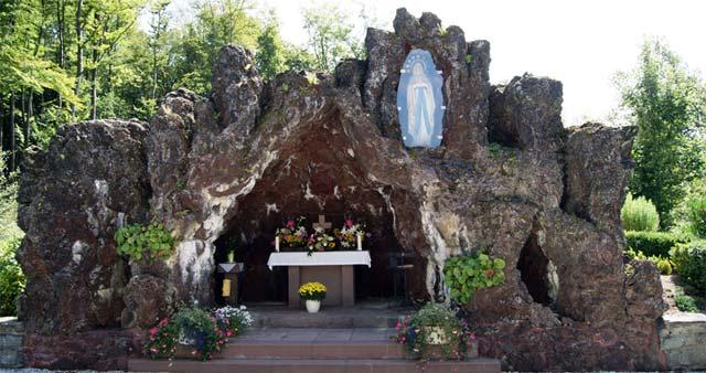 Die Lourdes-Grotte in Altenkleusheim