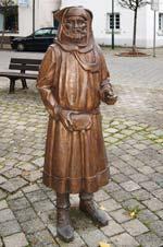 Bronzeskulptur eines reichen mittelalterlichen Handelskaufmanns im Zentrum von Breckerfeld