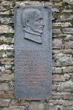 Gedenktafel an Wilhelm den Schweiger am Mauerwerk der Ginsburg