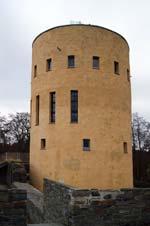 Der Turm der Burgruine Ginsburg im Hilchenbacher Stadtteil Grund