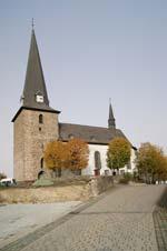 Die St.-Clemens-Kirche in Kallenhardt im nördlichen Sauerland