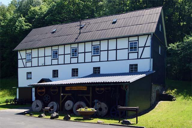 Die Nenkersdorfer Wassermühle am Oberlauf der Sieg