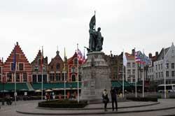 Brügge, Denkmal auf dem Marktplatz