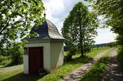 Die Rochus-Kapelle oberhalb von Wildenburg