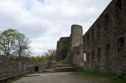 Burgruine Windeck mit Palas und Bergfried