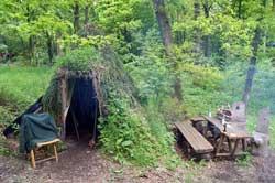 Köhlerhütte im historischen Hauberg Fellinghausen