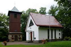 Waldkapelle Brauersdorf mit Glockenturm