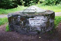Der Brunnen nahe dem Aussichtsturm