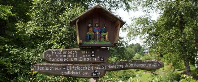Wegweiser Dreiherrnstein in Zinse