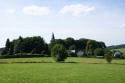 Der Burgberg mit Kirche in Belmicke