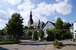 Zentrum von Eckenhagen mit Ev. Kirche