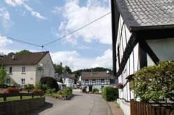 Die Dorfstraße in Jedinghagen