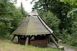 Die Köhlerhütte unterhalb der Ginsberger Heide