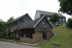 Historische Scheunen im Ortskern von Hüsenbusch