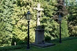 Kruzifix in Thier oberhalb der Friedhofsmauer