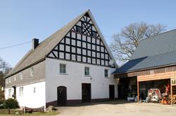 Dieser Hof in Silberg wurde am 12. Mai 1789 durch Johann Peter Kellermann und Maria Katharina Becker genannt Kellermann erbaut