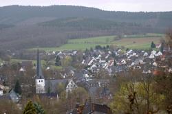 Blick vom Mühlenkopf auf Ferndorf mit der St.-Laurentiuskirche