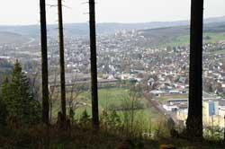 Blick von den Ferndorfer Klippen über Ferndorf und Ernsdorf zur Erler-Siedlung