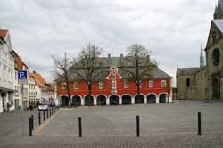 Das Soester Rathaus neben St. Patrokli