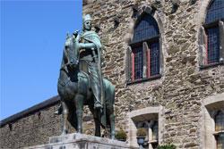 Schloß Burg an der Wupper. Reiterstandbild Graf Engelbert II. von Berg, Bronze, Hohlguß, von Paul Wynand (!925)