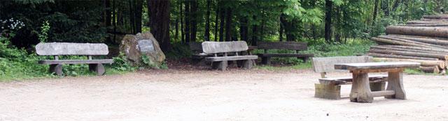 Gedenkstein an den früheren Forsbacher Bahnhof
