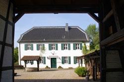 Forsthais Steinhaus am Rande im Königsforst