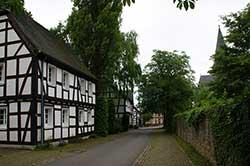 """Straße """"An der Klostermauer"""" in Bödingen"""