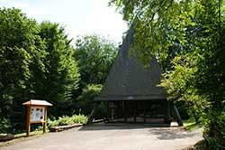 Die neue Friedhofskapelle auf dem Waldfriedhof