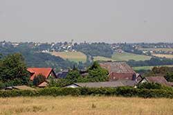 Panoramablick über die Dächer von Wellesberg