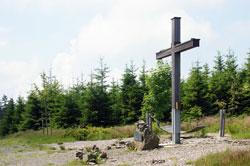 Der Langenberg etwa 10 Meter südwestlich der Landesgrenze zu Hessen ist mit 843,2 m ü. NN der höchste Berg Westfalens