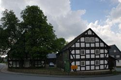 Der Hof Padberg war die Kernzelle des Dorfes und entwickelte sich zu einem bekannten Rast- und Gasthof mit eigener Bier- und Branntweinbrennerei