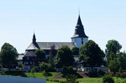 Blick vom Rothaarsteig auf die St.-Jakobus-Kirche in Winterberg