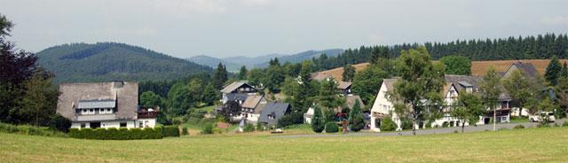 Das Dorf Lenneplätze mit dem Hintersten Hohen Knochen