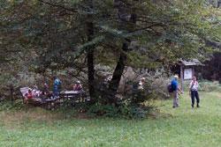 Rastplatz am Walderlebnispfad am Steinbruch an der Siegquelle