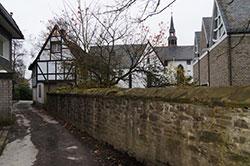 Die Bergische Eisenstraße beim Kloster St. Mariä Heimsuchung in Marienheide