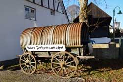 Pulverwagen vor dem Alten Fuhrmannshof