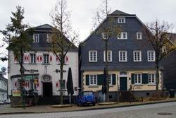 Das Gasthaus Penne und das alte Stadthaus am Markt sind die beiden ältesten Häuser Wipperfürths und haben viele Stadtbrände überlebt