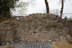 Reste der historischen Stadtmauer auf dem Klosterberg