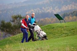 Golfspieler oberhalb des Berghäuser Tales