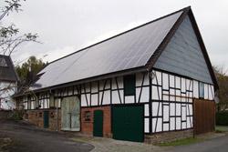 Teilweise renovierte Scheune im Ortsteil Oeleroth