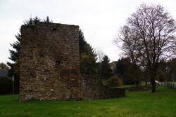 Die Ruine Herrenbröl am Ortsrand von Ruppichteroth