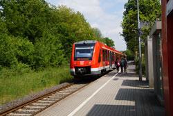 Regionalbahn 25 am Haltepunkt Honrath