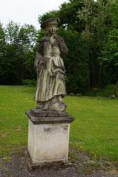 Barocke Skulptur im Park von Schloss Auel