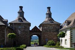 Blick durch das Torhaus in Richtung Schmallenberg