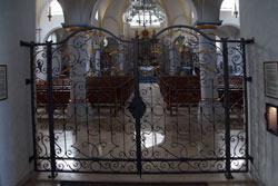 Inneres der katholischen Pfarrkirche St. Cosmas und Damian